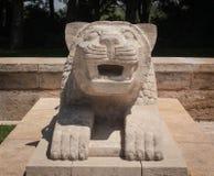 Escultura del león en Anitkabir, Ankara Foto de archivo