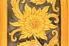 Escultura del metal del oro de flores Imagen de archivo libre de regalías