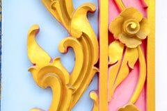 Escultura del metal del oro de flores Fotografía de archivo libre de regalías