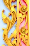 Escultura del metal del oro de flores Foto de archivo libre de regalías