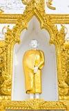 Escultura del monje en flam tailandés del arte del estilo Fotos de archivo libres de regalías