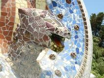 Escultura del mosaico del dragón de Guell del parque Imagen de archivo