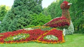 Escultura del pavo real de la flor Isla de Mainau, Alemania Imagenes de archivo