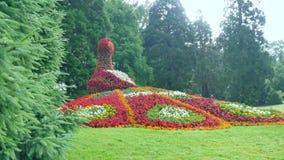 Escultura del pavo real de la flor Isla de Mainau, Alemania Imágenes de archivo libres de regalías
