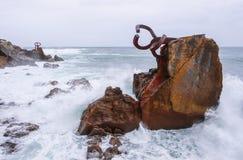 Escultura del peine del viento Peine del Viento, costa de la ciudad de San Sebastian fotos de archivo