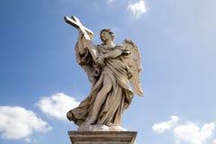 Escultura del puente del ángel del santo imagenes de archivo