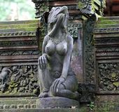 Escultura del templo en Bali Indonesia, arquitectura religiosa indonesia fotos de archivo libres de regalías