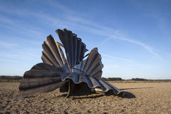"Escultura do ""Scallop"" na praia de Aldeburgh, Suffolk, Inglaterra Fotos de Stock Royalty Free"