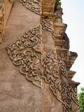 Escultura do baixo relevo em templos budistas Tailândia Fotos de Stock Royalty Free