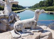 Escultura do cão clássica Fotografia de Stock Royalty Free