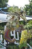 Escultura do cavalo de mar feita dos materiais reciclados imagens de stock