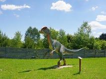 Escultura do dinossauro em Jurassic Park Krasnobrod no Polônia oriental imagens de stock