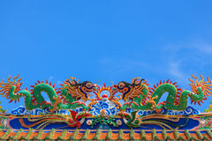 Escultura do dragão no telhado Foto de Stock Royalty Free