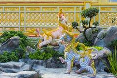 Escultura do elefante, o animal na literatura tailandesa Himmapan fotos de stock