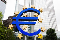 Escultura do Euro em Francoforte Imagem de Stock
