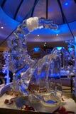 Escultura do gelo de um dragão Imagens de Stock Royalty Free