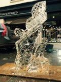 Escultura do gelo de um dragão fotos de stock royalty free