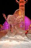 Escultura do gelo de um dragão Imagem de Stock