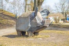 Escultura do javali no centro da cidade imagem de stock
