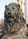 Escultura do metal da cabeça do leão fotografia de stock royalty free