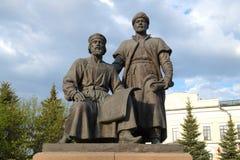 A escultura dos arquitetos do close up do Kremlin de Kazan, dia nebuloso de abril Kazan, Tartaristão Imagens de Stock