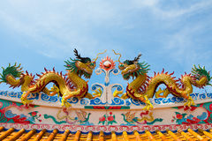 Escultura dos dragões no telhado Foto de Stock Royalty Free