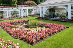 Escultura e fonte em jardins de Butchart fotografia de stock royalty free