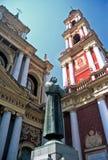Escultura e igreja, Salta, Argentina imagens de stock royalty free