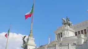 Escultura ecuestre de Victor Emmanuel en el della Patria de Altare, a cámara lenta almacen de video