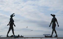 Escultura ela e ele em Piran, Eslovênia Fotos de Stock