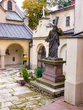 Escultura en la catedral del armenio de la yarda Foto de archivo