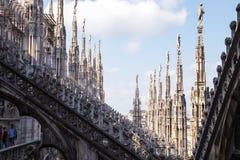 Escultura en los DI Milano del Duomo Imágenes de archivo libres de regalías