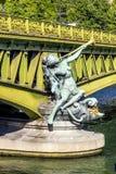 Escultura en Pont de Grenelle - París Fotos de archivo libres de regalías