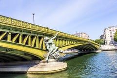 Escultura en Pont de Grenelle - París Fotos de archivo