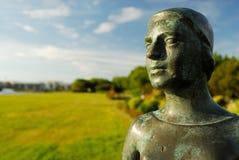 Escultura en un jardín de Reykjavik, Islandia foto de archivo