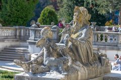 Escultura externo no castelo de Peles em Romênia imagens de stock