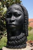 Escultura fêmea étnica no jardim botânico de Lisboa Imagem de Stock Royalty Free