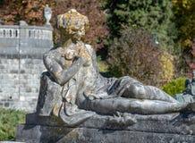 Escultura fêmea externo no castelo de Peles em Romênia fotografia de stock royalty free