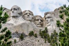 Escultura famosa de la señal y de la montaña - el monte Rushmore Imagen de archivo
