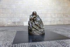 Escultura famosa del artista Kaethe Kollwitz en el Wac berlinés Fotografía de archivo