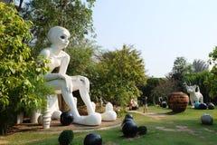 Escultura gigante de la mujer en Thao Hong Thai Ceramic Factory imagen de archivo libre de regalías