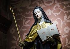 Escultura hermosa en iglesia vieja Foto de archivo libre de regalías