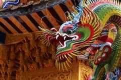 Escultura hermosa y colorida de un dragón Imágenes de archivo libres de regalías