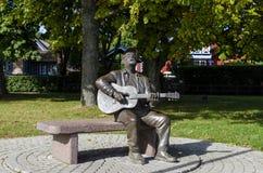 Escultura memorável de Vytautas Kernagis em Nida, Lituânia imagens de stock