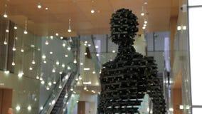 Escultura moderna de hombres almacen de video