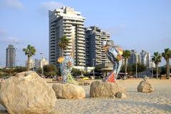 Escultura moderna de la ciudad en el terraplén en Ashdod Foto de archivo libre de regalías