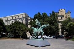 Escultura na avenida de Nafchtyar foto de stock