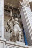 Escultura na entrada à alameda Imagem de Stock