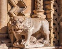 A escultura na fachada da igreja de Jak é uma capela católica de funcionamento em Budapest Fotos de Stock