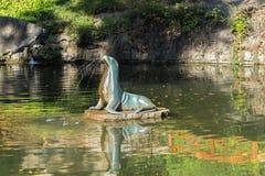 Escultura na lagoa no monte de Petrin Imagem de Stock Royalty Free